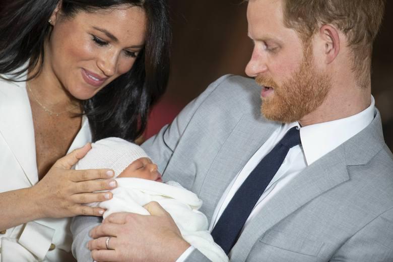 Royal baby 6.05: Księżna Meghan urodziła! [ZDJĘCIA] Książę Harry i Meghan Markle pokazali dziecko światu. Zobaczcie pierwsze zdjęcia!