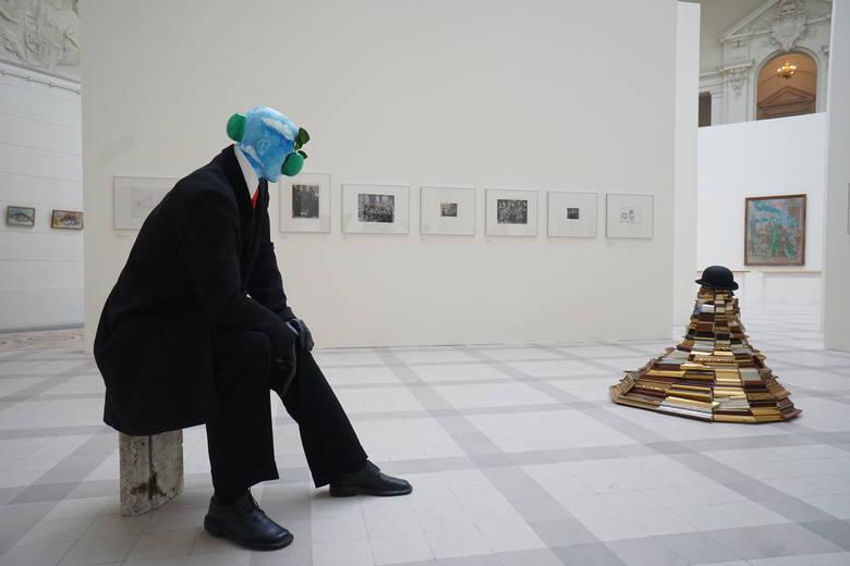 """Na wystawie """"Piotrowicz i goście"""" zobaczymy prawie 230 prac tego artysty."""