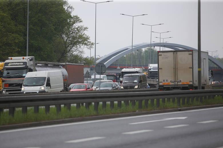 Olbrzymie korki na autostradzie A4 w kierunku Krakowa.Zobacz kolejne zdjęcia. Przesuwaj zdjęcia w prawo - naciśnij strzałkę lub przycisk NASTĘPNE