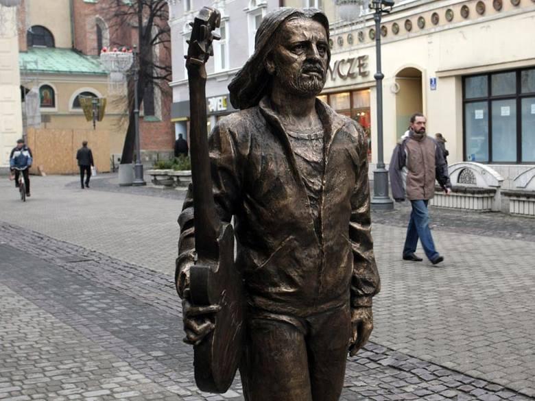 Nalepa w RzeszowieNa ul. 3 Maja stanąl pomnik Tadeusza Nalepy