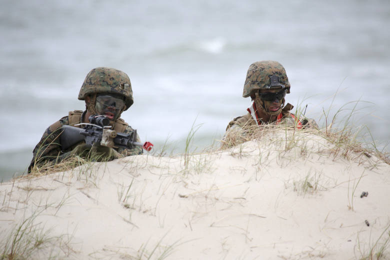 Przeciętne wynagrodzenie w służbach mundurowych w tym roku wzrośnie. Zobacz, ile będzie wynosić średnia pensja dla żołnierzy zawodowych,  policjantów,