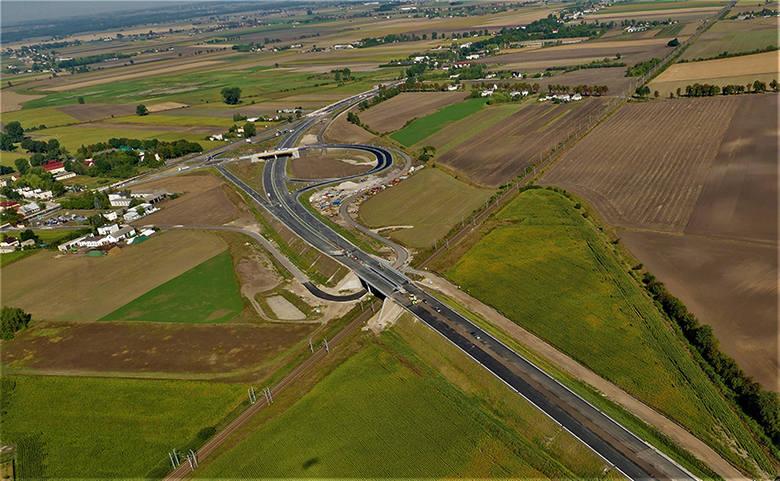 Wielkimi krokami zbliża się dzień zakończenia budowy obwodnicy Inowrocławia. Zobaczcie najnowsze zdjęcia lotniczej wykonane nad budową. Przypomnijmy,