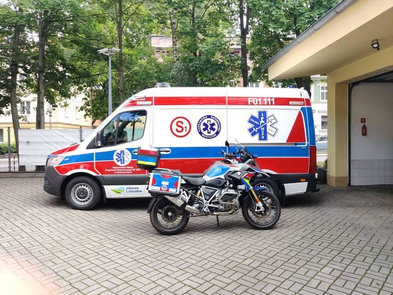 Motocykl już czeka, by ratownicy mogli na nim ratować ludzkie życie.