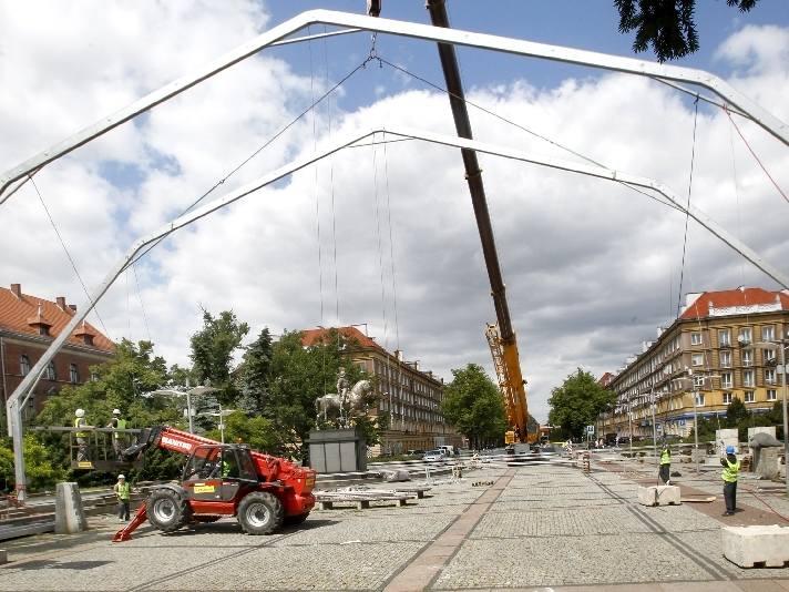 Właśnie trwa budowa strefy kibica na Pl. Lotników w Szczecinie.