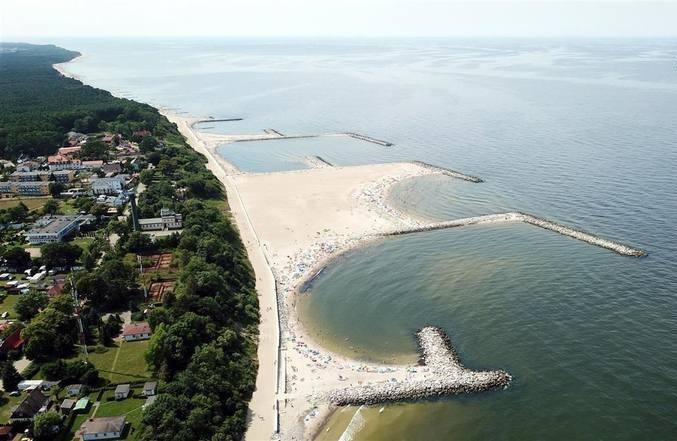9. JAROSŁAWIECOgromna na 5 ha plaża w Jarosławcu to ewenement na skalę europejską.Zobacz TOP 10 polskich plaż wg Travelist na kolejnych slajdach. Aby