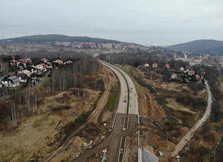 Wraz z wejściem  w ostatni etap budowy obwodnicy Wałbrzycha, ruszyła realizacja programu budowy obwodnic wokół innych miast na Dolnym Śląsku. Cztery