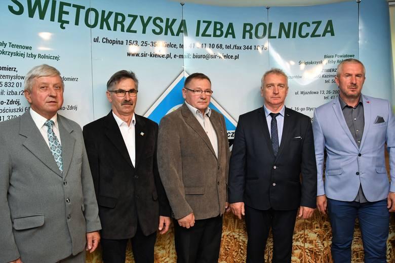 Od lewej członkowie zarządu - Henryk Szmit i Aleksander Bidas, prezes Stanisław Stanik, członek zarządu Krzysztof Wójcik oraz wiceprezes Jarosław Ka