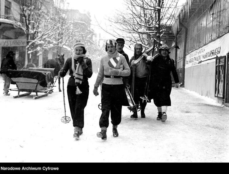 Zakopane. Tak dawniej spędzano ferie pod Tatrami. Ale wtedy były zimy! [ARCHIWALNE ZDJĘCIA] 17.01.2021