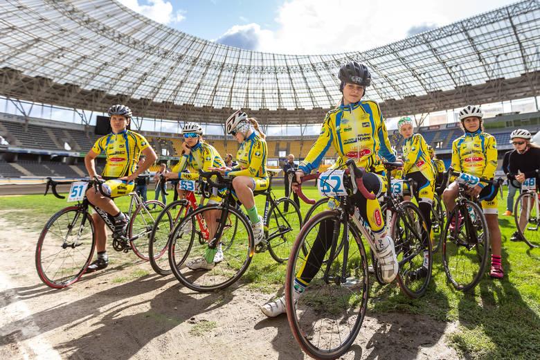 W naszym regionie funkcjonuje 35 szkółek kolarskich, w każdej z nich trenuje co najmniej 15 młodych adeptów kolarstwa. Młodzi kolarze zaprezentowali