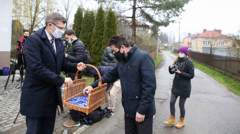 Marcin Warchoł odwiedza rzeszowskie osiedla, spotkanie przy OSP Wilkowyja.