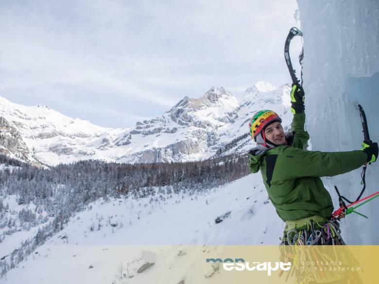 Adam Bielecki – Lodowy wojownik.<br /> Wspina się w górach od 20 lat. Lider kilkudziesięciu wypraw w różne góry na 5 kontynentach. Zdobywca wyróżnienia w konkursie Kolosy 2000 za dokonanie w wieku siedemnastu lat, najmłodszego, samotnego i w stylu alpejskim wejścia na Khan Tengri 7010 m.