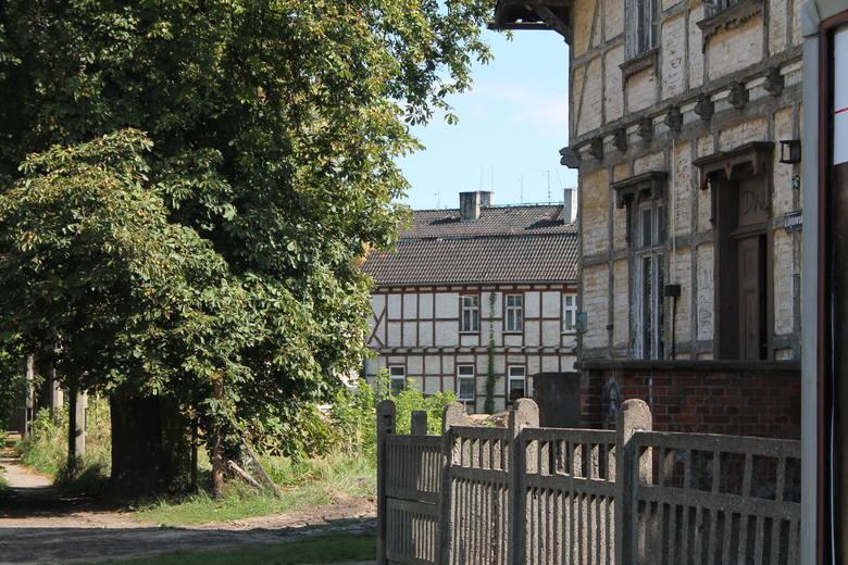 Radni Koalicji Obywatelskiej apelują o ochronę budynków szkieletowych na Mokrem i Chełmionce, a przecież w innych częściach miasta również są tego typu obiekty, o które trzeba zadbać. Na zdjęciu pozostałości zbudowanej na przełomie lat 60. i 70. XIX wieku w sąsiedztwie Dworca Głównego. W 1874...