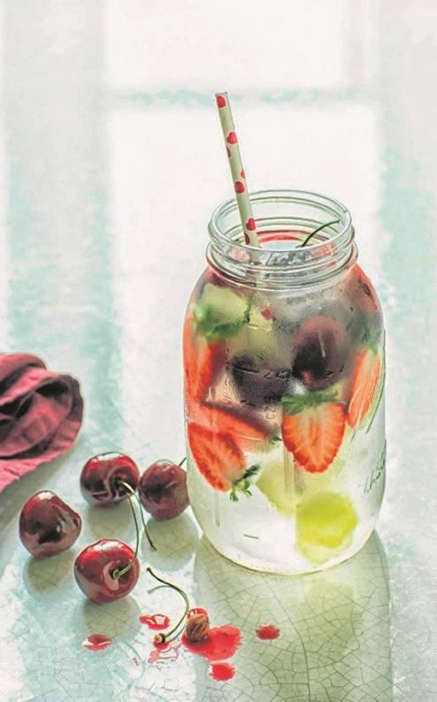 Bezalkoholowe drinki dobre na upalne lato [przepisy]