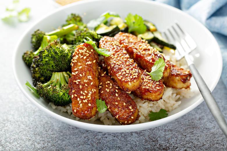 Białko roślinne jest korzystne dla zdrowia i wspiera utrzymanie prawidłowej masy ciała. Według zaleceń powinno być składnikiem codziennej diety. Włączenie