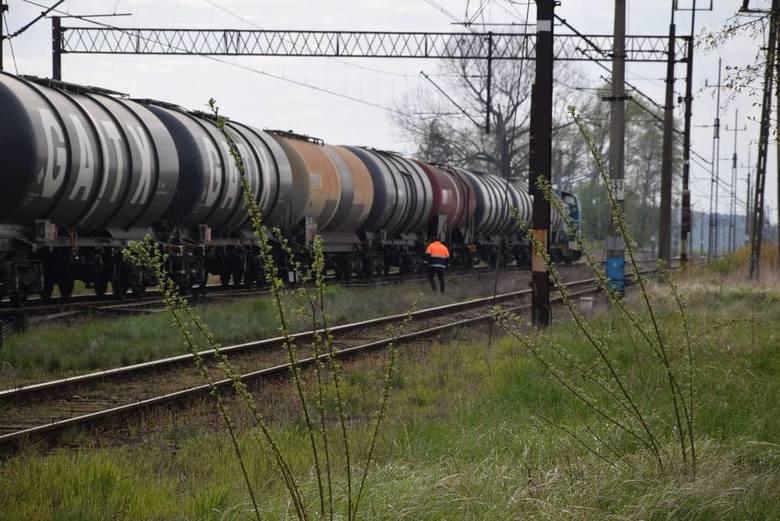 Krotoszyn: Wykoleiła się cysterna z paliwem [ZDJĘCIA]