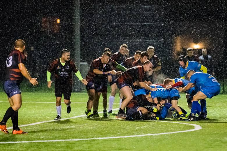 Alfa Bydgoszcz przegrała na stadionie przy ulicy Sielskiej z Arką Rumia 21:31 (14:14) w meczu II ligi rugby. Zespół znad morza to dwukrotny zwycięzca