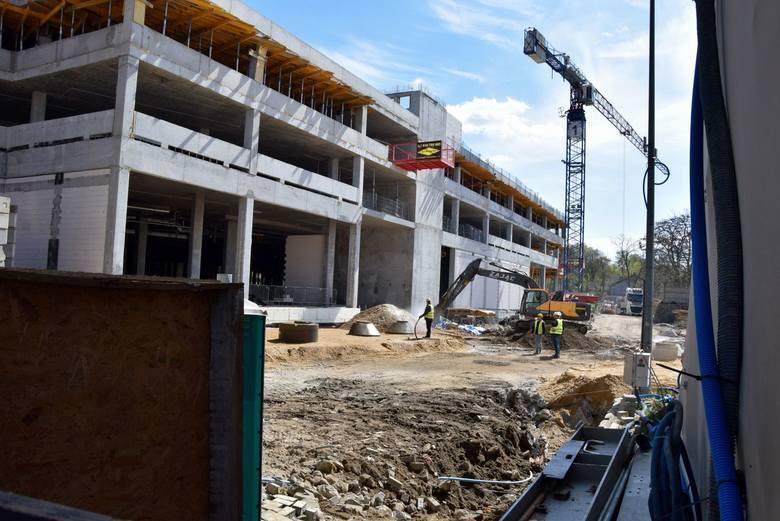 Trwa rozbudowa galerii Focus Mall. Nie tylko mieszkańcy czekają na zakończenie inwestycji i na wiadomość, że w takich miejscach będzie można już bez