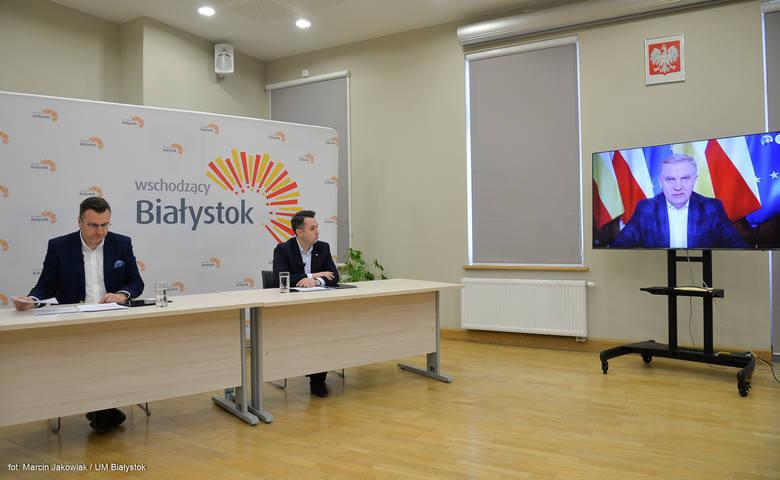 O pracy urzędu w czasie trwania pandemii mówił prezydent Tadeusz Truskolaski podczas czwartkowej (26 marca) konferencji władz miasta. - Osoby, które mogą pracować zdalnie, pracują zdalnie. Wprowadzona jest też rotacja pracowników - podkreślał.