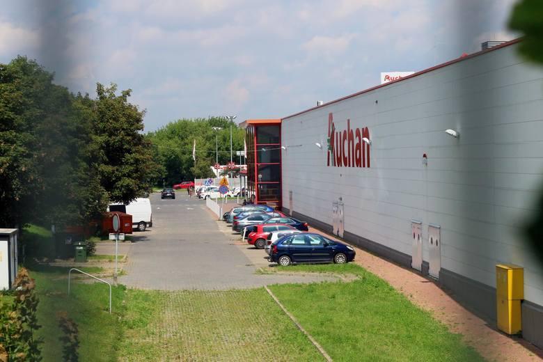 Podium zamyka francuska sieć handlowa Auchan z wynikiem 8,98 proc. zaangażowania na listach zakupów, tym samym tracąc 0,73 p.p r/r.