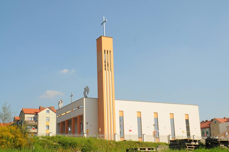 Kościół Chrystusa Króla na os. Gotyk (al. 29 listopada 195)Jego budowa zasadniczo zakończyła się w 2010 roku, wtedy przeniesiono nabożeństwa z wcześniej
