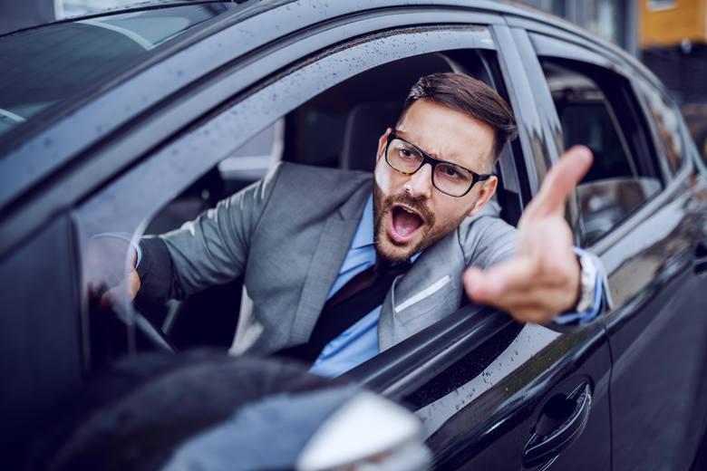 Te zachowania doprowadzają kierowców do szewskiej pasji! Sprawdź, czy na drodze nie jesteś utrapieniem dla innych.Przesuwaj zdjęcia w prawo - naciśnij