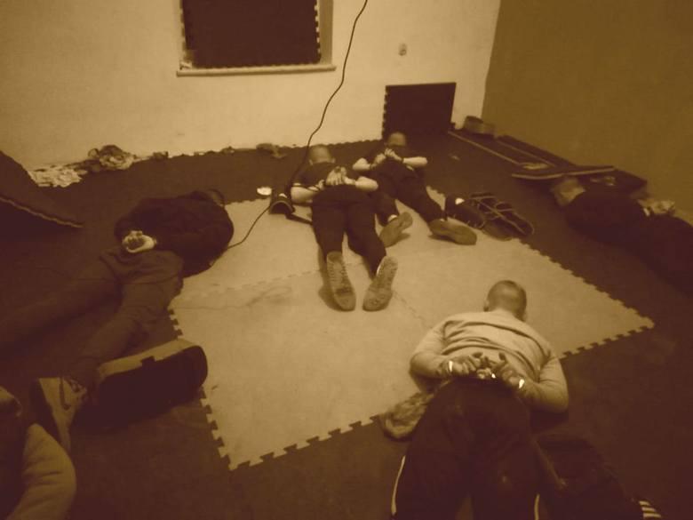 Tarnów. Kibole aresztowani za brutalne pobicia. Na przypadkowe ofiary polowali w centrum miasta [ZDJĘCIA] 10 11