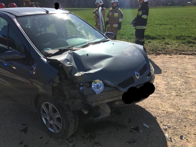 W poniedziałek o godzinie 9.20 strażacy z OSP Knyszyn otrzymali zgłoszenie o wypadku na drodze Grądy-Poniklica.