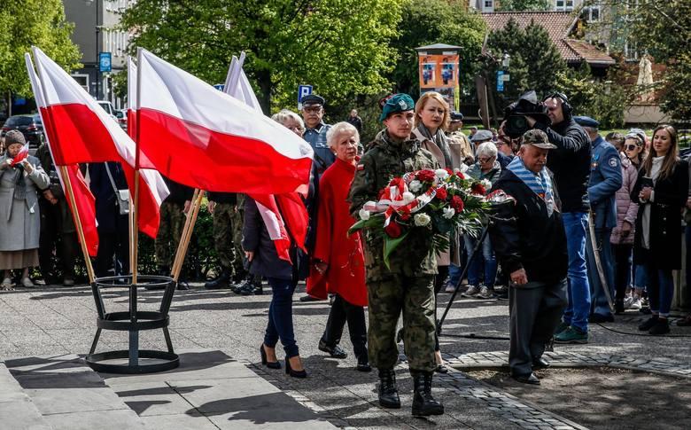 Obchody rocznicy uchwalenia Konstytucji 3 Maja w Gdańsku [3.05.2019] przed pomnikiem Jana III Sobieskiego na Targu Drzewnym