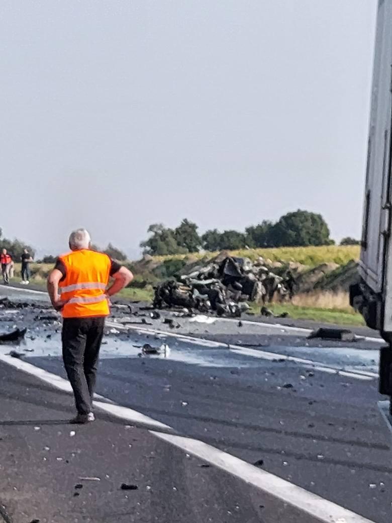 W Luszkowie w powiecie świeckim ciężarówka zderzyła się z samochodem osobowym. Jedna osoba zginęła na miejscu