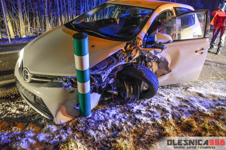 Groźny wypadek pod Oleśnicą. Zderzenie trzech aut (ZDJĘCIA)