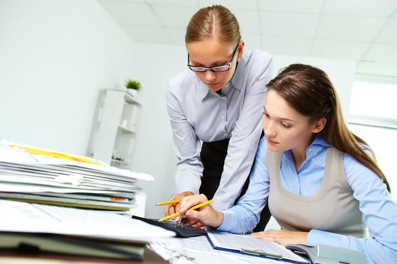 Aby obliczyć ekwiwalent za niewykorzystany urlop wypoczynkowy bierze się pod uwagę stałe oraz zmienne składniki wynagrodzenia.