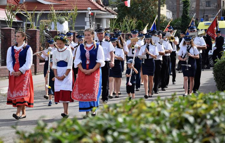 Odbyły się dożynki w gm. Kruszwica. Zorganizowano je w Polanowicach. Po uroczystej mszy św. uczestnicy święta plonów przeszli w barwnym pochodzie, z