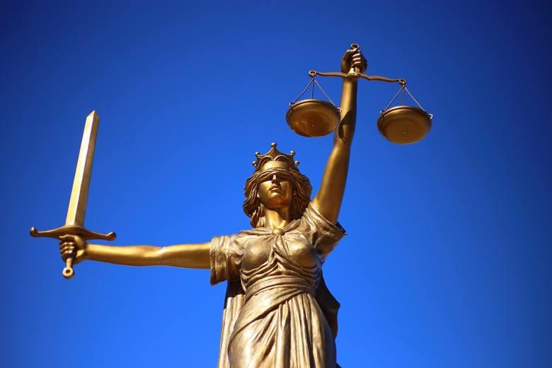 """Ciągłe zmiany prawa""""Prawo ma być dobrym, mądrym prawem. Minister sprawiedliwości ma zabiegać i tworzyć właściwe warunki dla wypełniania obowiązków przez"""