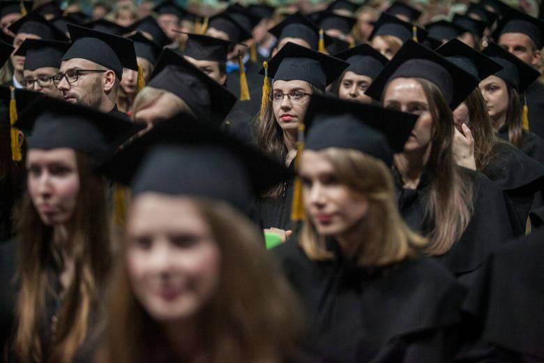 Łącznie prawie 70 osób uczących się w polskich szkołach wyższych zgromadziło majątek o wartości przekraczającej 100 mln euro, czyli około 430 mln zł.