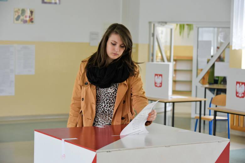 głosowanie, urna wyborcza, wybory, wybory samorządowe