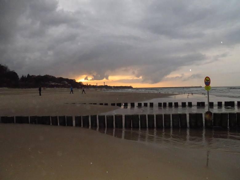 Ostatnie dni nad Morzem Bałtyckim upływają pod znakiem dość zmiennej i wietrznej pogody. Jakie będą kolejne dni ? Zapraszamy do zdjęć i materiału wi