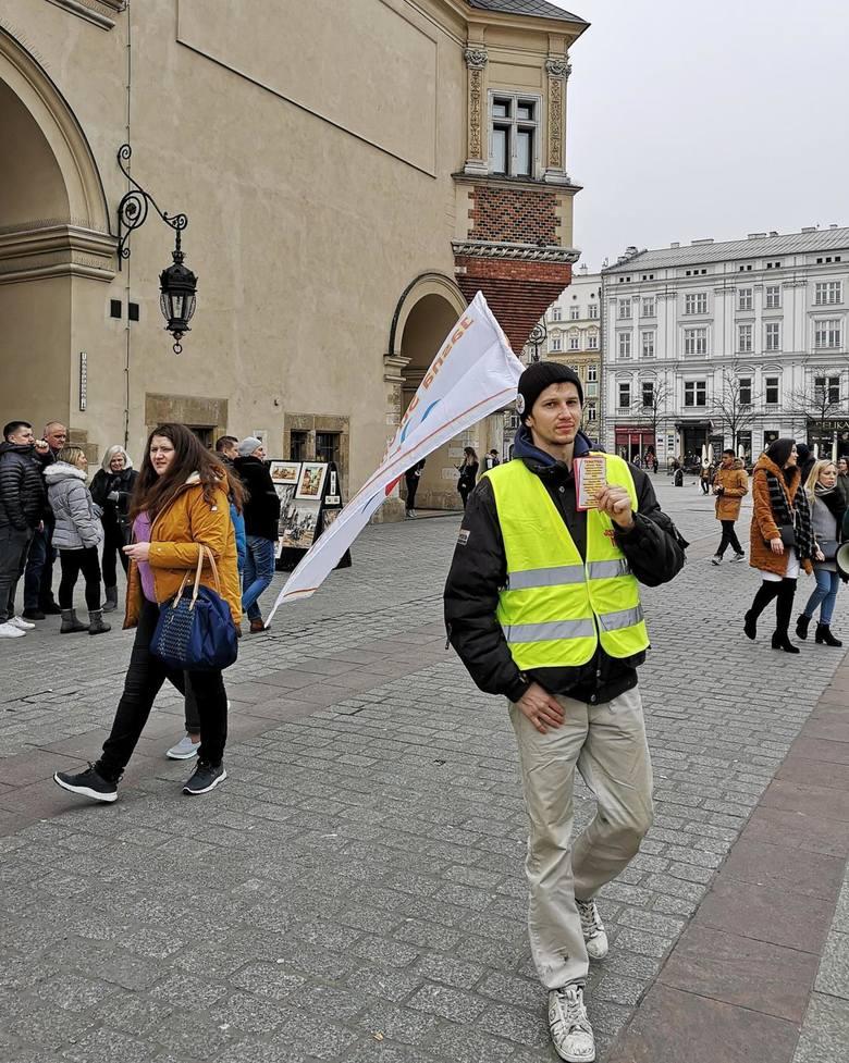 """Kraków. Jasna Strona Mocy przeszła przez miasto. """"Polacy-Słowianie pod okupacją Watykanu"""""""