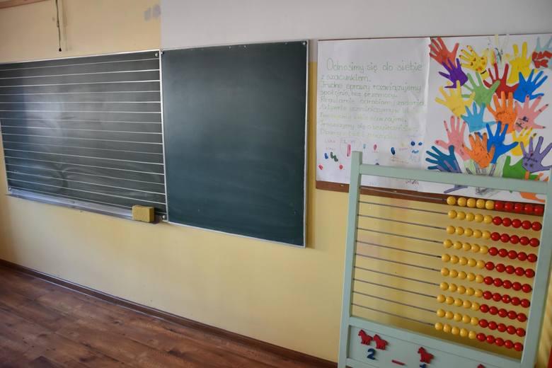 Od 1 września 2019 r. zasadnicze wynagrodzenie nauczyciela stażysty wyniesie 2 782 zł.