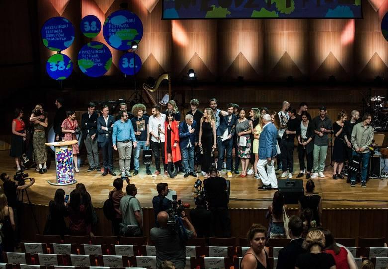 Ubiegłoroczna gala finałowa  Koszalińskiego Festiwalu Debiutów Filmowych Młodzi i Film. Grand Prix dla najlepszego filmu w Konkursie Pełnometrażowych