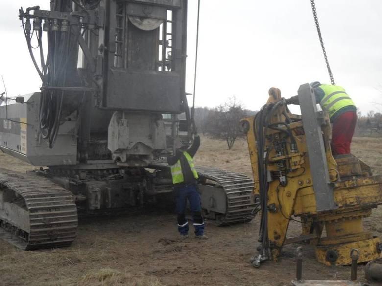 Na początku robót przy budowie szpitala w Żywcu w ziemię zostanie wpuszczonych kilkaset pali o średnicy 800 milimetrów