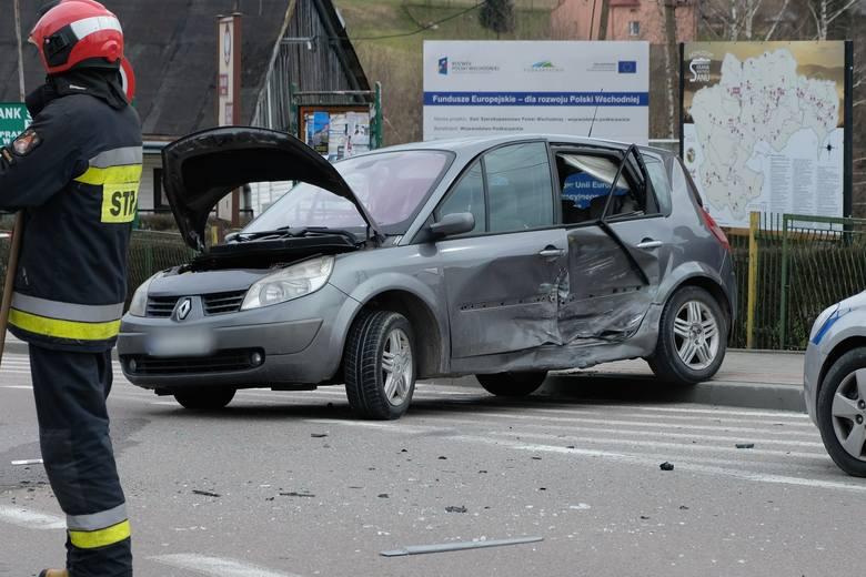 Do zdarzenia doszło we wtorek na drodze wojewódzkiej nr 884 w Krzywczy w pow. przemyskim.- Kierująca renault, 24-letnia mieszkanka pow. przemyskiego