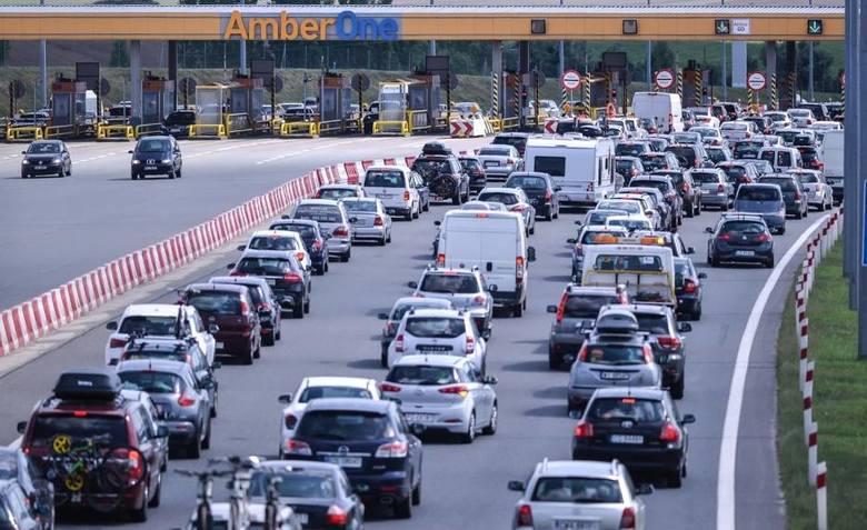 Korki na bramkach na autostradzie A1 to stały element weekendowych wyjazdów Polaków. Czas oczekiwania w kolejce miał zmniejszyć AmberGO, czyli automatyczny