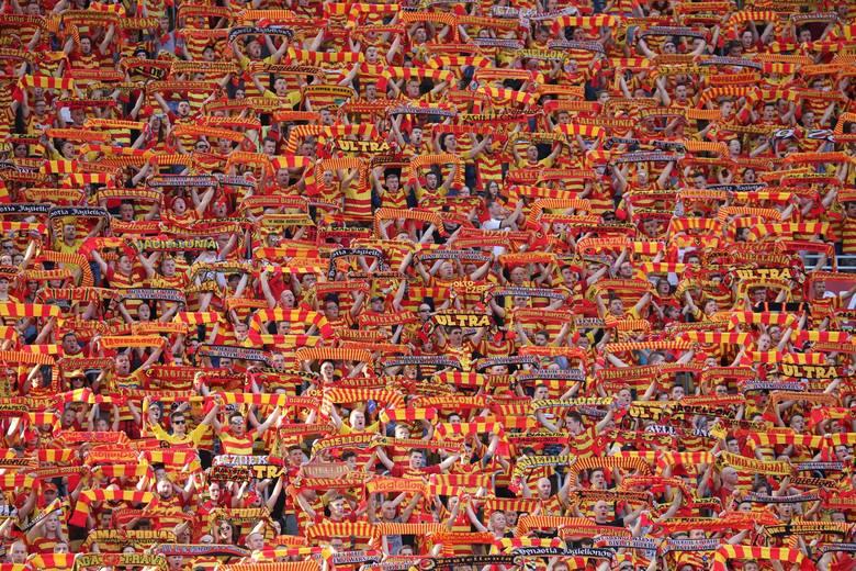W sobotę na stadionie przy Łazienkowskiej nie może zabraknąć kibiców Jagiellonii Białystok. Fani Żółto-Czerwonych, jako jedna z nielicznych grup kibicowskich