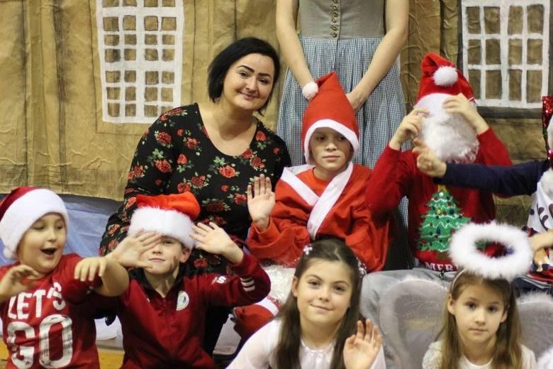 W Szkole Podstawowej nr 4 w Świdwinie odbył się kiermasz świąteczny z okazji świąt Bożego Narodzenia, w którym udział wzięli uczniowie, rodzice, dyrekcja