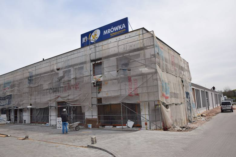 Trwają prace wykończeniowe. Jeszcze w maju otwarte zostaną pierwsze sklepy.
