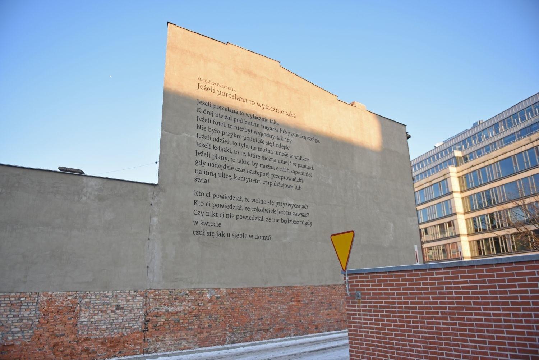 Nowy mural w poznaniu wiersz stanis awa bara czaka na for Mural na tamie w solinie