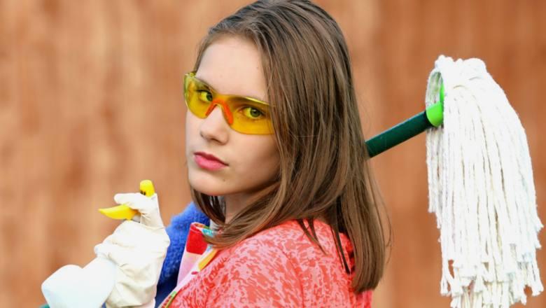 Polskie kobiety sprzątają, gotują, piorą...a co robią mężczyźni? Zobacz wyniki badań!