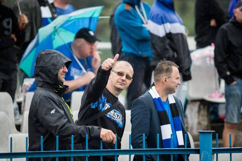 Niebiesko-czarni pokonali na własnym boisku Cuiavię Inowrocław 2:0 (1:0) w meczu 6. kolejki IV ligi. Piłkarze z Inowrocławia w środę pokonali awansem