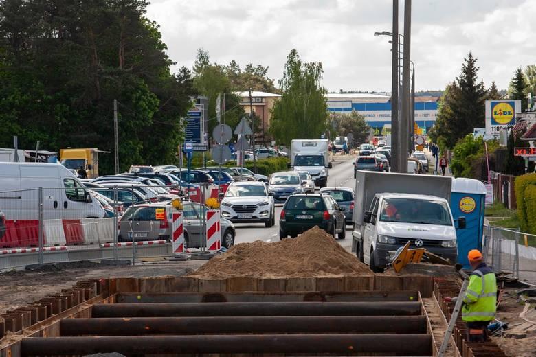 Rozpoczął się kolejny etap prac przy rozbudowie ul. Kolbego w Bydgoszczy. W ramach inwestycji powstanie buspas, droga rowerowa oraz chodniki. W czwartek