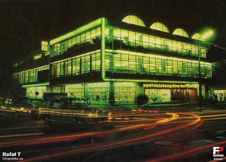 Radom nocą na archiwalnych zdjęciach. Zobacz piękne fotografie!ZOBACZ TEŻ: Jak wyglądał Radom w latach 80.? Zobacz archiwalne zdjęcia!Jak wyglądało Miasto